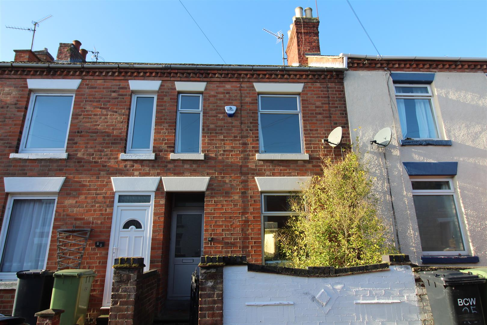2 Bedrooms Terraced House for sale in Avenue Road, Wellingborough